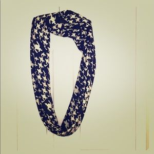 CHIC 2 Scarf. NWOT